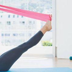 Workout: Theraband-Übungen für die Sommerfigur | BRIGITTE.de