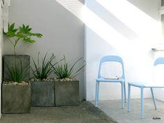 Coffee and a good book in the courtyard. 5 Barnaloft : Fantastic Barnaloft apartment on Porthmeor beach ... | HomeAway