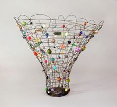 Contemporary Basketry: Wire by Sally Prangley Contemporary Baskets, Art Fil, Wire Baskets, Wire Crafts, Recycled Art, Wire Art, Beads And Wire, Sculpture Art, Wire Sculptures