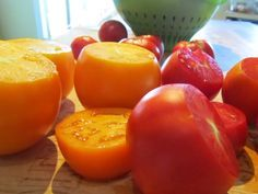 Freezing tomatoes - the lazy way. This has changed my life! No more disaster kitchen just to freeze tomatoes!!