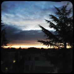 Sol o lluvia? Ananecer. Desde mi ventana.