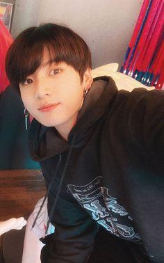 Perfect Boyfriend 582442164294664809 - Source by luciecocotte Jungkook Selca, Jungkook Lindo, Jungkook Cute, Foto Jungkook, Bts Bangtan Boy, Taehyung, Jungkook Fanart, Jung Kook, Foto Bts