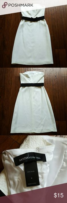 Moda International (VS) sheath dress Off-white Moda International sheath dress with cute bow belt, Size 0. Fully lined. Moda International Dresses Midi