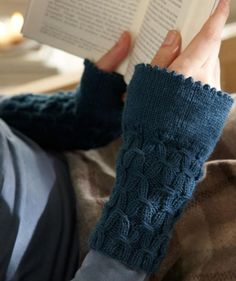 Pulswärmer mit Smokmuster / fingerless mitts by Schachenmayr, free knitting pattern