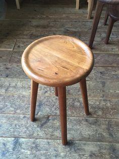 4本脚の丸スツール - WEG CRAFT 中原 賢 Retro Furniture, Furniture Design, Furniture Ideas, Bench Stool, Industrial Design, Bar Stools, Woodworking, Interior, Table