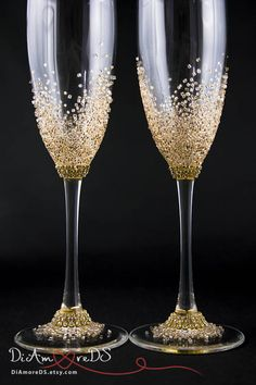 Take a better look at the gorgeous information in this engraved lace set of champagne flute, then be a present star when you purchase. Wedding Wine Glasses, Wedding Champagne Flutes, Champagne Glasses, Decorated Wine Glasses, Painted Wine Glasses, Glitter Glasses, Toasting Flutes, Wedding Gifts For Couples, Wine Bottle Crafts