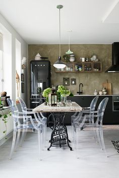 Stylish Rustic Kitchen Apartment Decoration Ideas – Decorating Ideas - Home Decor Ideas and Tips Lovely Apartments, Small Apartments, Eclectic Kitchen, Rustic Kitchen, Kitchen Black, Black Kitchens, Diy Kitchen, Kitchen Ideas, Kitchen Decor