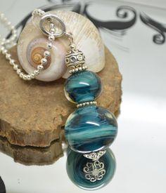 collier 60 cm perles verre filé au chalumeau bleu canard/bleu petrole chaine argent 925 collier rose : Collier par liloo-creations