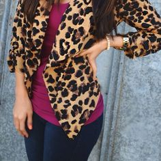 cheetah print jacket = love the whole outfit and her hair Looks Street Style, Looks Style, My Style, Leopard Blazer, Leopard Coat, Mode Simple, Boutique Fashion, Printed Blazer, Business Casual