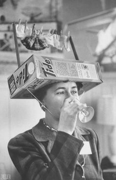 23 Eye-Opening Historical Photos – We get acquainted with the past through black-and-white photos that often turn out to be more distinctive than we were… Crazy Hat Day, Crazy Hats, Photos Du, Old Photos, Vintage Photos, Silly Hats, Funny Hats, Mode Bizarre, Derby Hats
