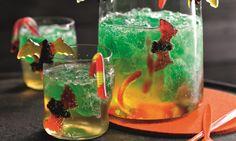 Drachenblut Rezept: Getränk aus Zitronenlimonade und Götterspeise mit Waldmeister-Geschmack für Kinder - Eins von 7.000 leckeren, gelingsicheren Rezepten von Dr. Oetker!