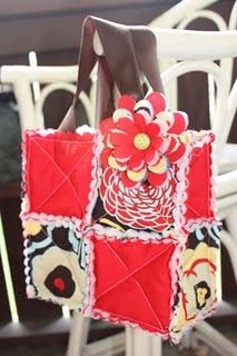 Dee can you make me one of these? Please.....with wipable liner?   Rag quilt bag with big shot