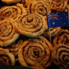 January is Australia Day. These bonza, mate! cheesy pastry pinwheels with Vegemite make a fair dinkum pre-dinner snack. Australian Party, Australian Food, Vegemite Scrolls, Australia Day Celebrations, Vegemite Recipes, Aus Day, Aussie Food, Anzac Day, Big Cakes