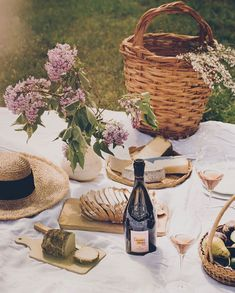 News : Todays Articles of Interest from Around the Internets Cakepops, Superfood, Macarons, Jessica Gordon, Drink Recipe Book, Picnic At Hanging Rock, Perpetual Motion, Veuve Clicquot, Cupcakes