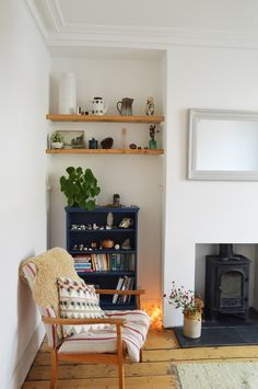 Cozy living room design by Lou in the Little Green Shed. Upcycling furniture with fa … - Upcycled Furniture Thrifting My Living Room, Home And Living, Living Room Decor, Living Spaces, Living Room Wooden Floor, Alcove Ideas Living Room, Cozy Living, Simple Living, Alcove Shelving