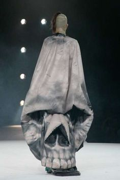 Inflatable Skull dress by Manon Kundig, Antwerp Fashion Show 2011