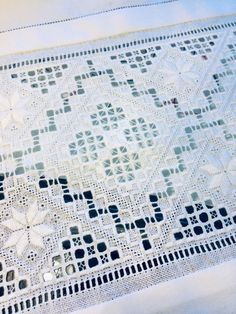 Cat Cross Stitches, Drawn Thread, Hardanger Embroidery, Hello Kitty Wallpaper, Bead Loom Patterns, Thing 1, Bargello, Christmas Cross, Loom Beading