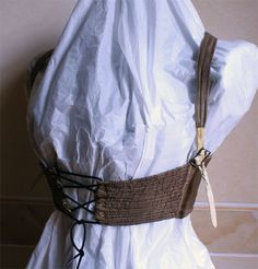 Short Regency Stays 1800 Italian Abiti Antichi Gallery Bust short brown silk taffeta lining in ivory silk taffeta. The straps in brown silk taffeta, are lined with ecru canvas' and end with a final part in ivory goatskin. The front part, closed by lacing (string original), and stiffened by thin horizontal and parallel brass springs inserted between fabric and lining.