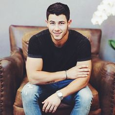 nick jonas❤️you're so sexy,beautiful and everyone wants a taste. That's why I still get jealous best song go listen I have it on replay❤️