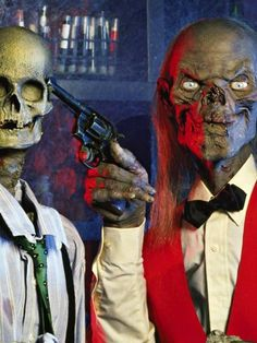 Tales from the Crypt. I think I have watched every episode. Horror Icons, Horror Films, Horror Art, Ec Comics, Horror Comics, Tales From The Crypt, Classic Horror Movies, Horror House, Halloween Horror