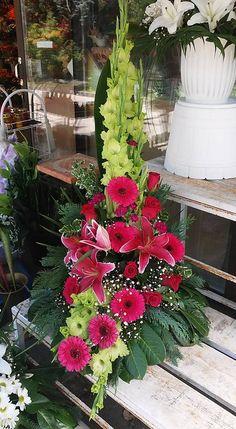 Church Flower Arrangements, Beautiful Flower Arrangements, Floral Arrangements, Beautiful Flowers, Altar Flowers, Church Flowers, Table Flowers, Altar Decorations, Flower Decorations