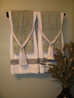 Like this idea for next to master bath bathtub. There are lots of other ideas f… Like this idea for next to master bath bathtub. There are lots of other ideas from this pin. Hang Towels In Bathroom, Bathroom Stuff, Bathroom Colors, Washroom, Small Bathroom, Master Bathroom, Bathroom Ideas, Lavabo Vintage, Towel Display