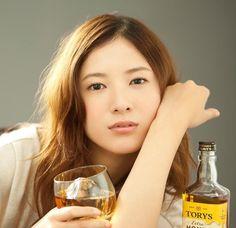 2017年から放送されるドラマ「東京タラレバ娘」の主演を務めることが決まった、吉高由里子(よしたかゆりこ)さん。 2年ぶりに連続ドラマに出演するため注目を集めています♡ 吉高由里子さんが演じる主人公は、婚活中の迷えるアラサー女子。 役とは逆に、吉高由里子さんのTwitter(ツイッター)は、迷える女性の心にズシッとくるようなしっかりした名言ばかり!素敵な名言をご紹介します。