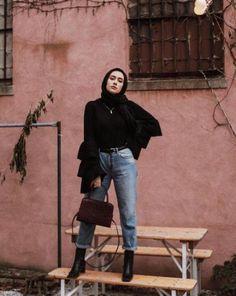 19 Best Ideas Fashion Show Hijab Casual - Hijab fashion Modern Hijab Fashion, Hijab Fashion Inspiration, Arab Fashion, Muslim Fashion, Modest Fashion, Trendy Fashion, Batik Fashion, Aesthetic Fashion, Indian Fashion