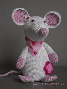 Tada! hier ben ik dan....Fiep de muis...aangenaam:)