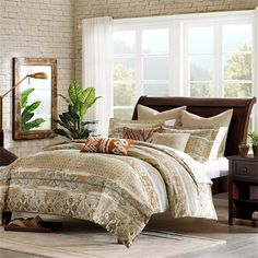 Spice up your bedroom with the Harbor House Castle Hill Bedding Collection. This unique pattern is printed on 100% cotton with a solid 180TC reverse. Rich earth tones in this set work together to create a neutral yet interesting pattern changing the look of your space.