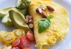 Food for the skin eller skinfood, er mad der gør noget godt for din sundhed, hud, hår og negle.     Huden har behov for bl.a A, B, C og E-vitaminer, samt en række mineraler.     Men hvad er det egentlig vitaminerne gør?    A-vitamin Ren A-vitamin (retinol) er et fedtopløseligt vitamin. Det findes primært i animalske og fedtholdige kilder. Skin Food, Omega 3, Kiwi, Ethnic Recipes, Immune System, Velvet