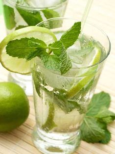 Two mojito cocktails with lime, mint leaves and ice Vodka Drinks, Bar Drinks, Cocktail Drinks, Cocktail Recipes, Holiday Drinks, Summer Drinks, Snack Recipes, Healthy Recipes, Drink Recipes