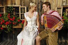 Volkstümliche Musik und Köstlichkeiten aus der Region – verfeinern Sie Ihren Urlaub in #Saalbach mit dem traditionellen Almfest mitten im Dorf. Folk Costume, Costumes, Heart Of Europe, Austria, Most Beautiful, People, Summer, Clothes, Beauty