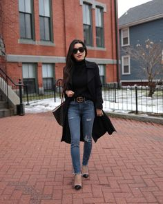 Extra Petite - Fashion, style tips, and outfit ideas Black Coat Outfit, Trench Coat Outfit, Trench Coats, Black Turtleneck Outfit, Winter Coat Outfits, Winter Outfits, Casual Outfits, Casual Jeans, Moda Fashion