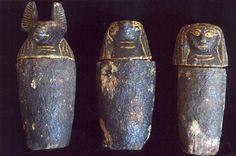 Vasos canopos encontrados en la necrópolis de Saqqara