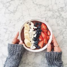 Acai Bowl for a perfect morning by @mimiikonn // Dusk To Dawn Gold & Onyx Ring