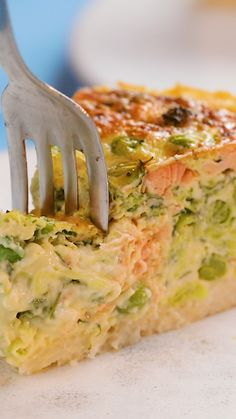 Rice Crusted Quiche - Leftovers Recipe Not sure what to do with . Rice Crusted Quiche - Leftovers Recipe Not sure what to do with your leftovers? No problem, we've got you covered! Our easy bake Rice Crusted Quiche is perfect for those lazy days. Leftovers Recipes, Easy Dinner Recipes, Easy Meals, Leftover Rice Recipes, Brunch Recipes, Breakfast Recipes, Tasty Videos, Food Videos, Recipie Videos