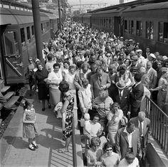 Treni pendolari  anni '60 by Ferrovie dello Stato, via Flickr