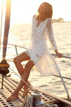 white lace beach dress in boho bohemian hippie gypsy style. Look Boho, Bohemian Style, Gypsy Style, Bohemian Gypsy, Bohemian Fashion, Hippie Style, Gothic Fashion, Looks Style, Looks Cool