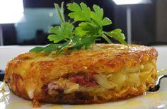 Como fazer batata rosti. A batata rosti é um prato tradicional da Suíça, rosti significa crocante e fina, este prato é bastante crocante por fora e macio por dentro, os seus recheios dão um toque muito especial a esta batata....