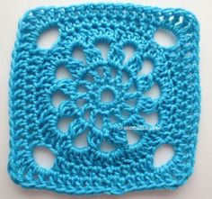 Square bright blue (link to pattern) on Elisabethandree blog