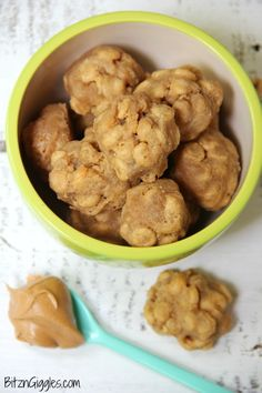 Homemade Peanut Butter Cheerio Dog - Just a few ingredients make these dog treats irresistible to your furry family member! Homade Dog Treats, Puppy Treats, Diy Dog Treats, Homemade Dog Food, Healthy Dog Treats, Healthy Food, Puppy Food, Homemade Toys, Pet Food