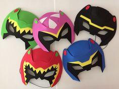 Lembrancinhas mascaras Power Rangers Dino Charge São confeccionado totalmente em EVA. trabalho 100% manual. Uma linda lembrancinha para a brincadeira das crianças. Fazer pedidos com antecedência, devido ao processo de produção. - 927854