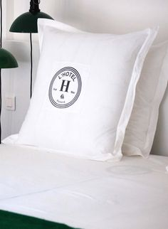 Honoré Décoration - Textile - Hotel logo duvet Hotel Logo, Hotel Branding, Textiles, Decoration, Duvet, Bed Pillows, French Style, Beds, Home