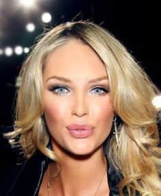 Cat eyes Candice Swanepoel