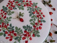 "Embroidery ... The holiday, which is always with me...: Шкатулка ""Rosehip Kazuko"""