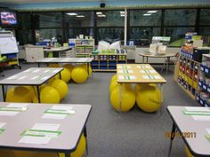 New Adventures in First Grade: Where it Happens Wednesday! (Interested in the stability ball chairs! Classroom Setting, Classroom Setup, Classroom Design, Future Classroom, Classroom Organization, Classroom Management, Behavior Management, Classroom Teacher, Classroom Behavior