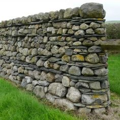 Dry Stone Walling Association Master Craftsman Certificate - Features (Part A ) - Andrew Loudon Dry Stone Waller Dry Stone, Brick And Stone, Stone Art, Stone Retaining Wall, Stone Fence, Building A Stone Wall, Stacked Stone Walls, Jardin Decor, Stone Wall Design