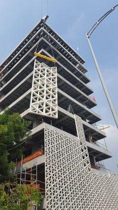 El edificio que respira: la construcción de la nueva sede de Empresa de Desarrolllo Urbano (EDU) en Medellín,Estado de construcción en Abril de 2016. Image Cortesía de EDU