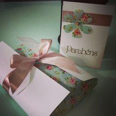 Embalagem para presente + cartão de aniversário